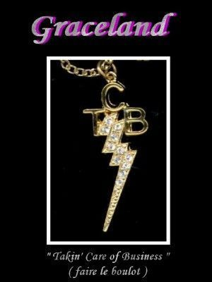 Le logo TCB apparaît sur sa tomb